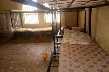 Nigeria Recherches en cours pour retrouver 317adolescentes enlevées )