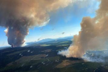 Colombie-Britannique Les pompiers à l'œuvre pour combattre 241incendies de forêt )
