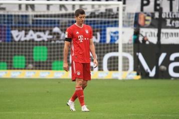 La séquence victorieuse record du Bayern s'arrête à 23matchs)