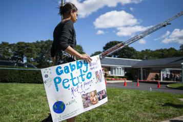 Jeune voyageuse tuée Les proches de Gabby Petito se rassemblent à sa mémoire)