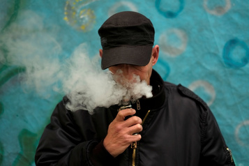 É.-U.: des fumeurs de cigarette électronique de retour à l'hôpital