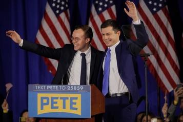 Bernie Sanders dénonce les attaques homophobes visant Pete Buttigieg