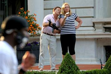 Missouri Le couple qui avait pointé leurs armes sur des manifestants antiracistes gracié)