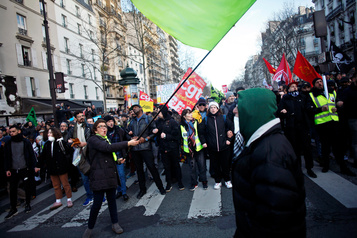 Moins de monde aux manifs en France, devant un gouvernement déterminé