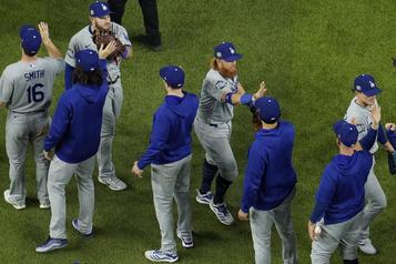 Série mondiale Les Dodgers remportent le troisième match)