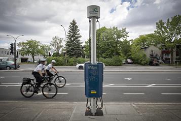 Voies piétonnes et cyclables à Montréal: l'opposition veut des consultations)