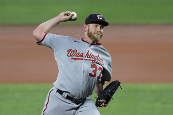 Nationals de Washington Des engourdissements dans la main ennuyaient Stephen Strasburg)