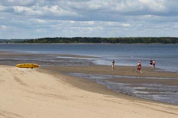 Le Nouveau-Brunswick réimpose au Québec des restrictions de voyage)
