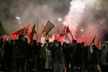 COVID-19 Affrontements à Rome entre manifestants antirestrictions et police)