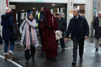 Un homme poignardé dans une mosquée à Londres, le suspect arrêté, pas un acte terroriste