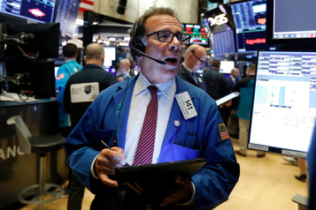 Wall Street en léger repli après les records