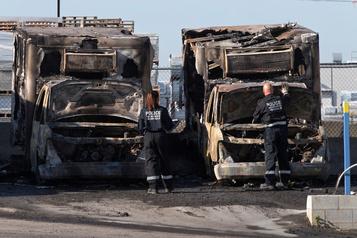 Anjou: six camions cubes détruits par un incendie suspect