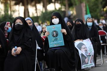 L'Iran élit son président vendredi, victoire prévue d'un ultraconservateur)