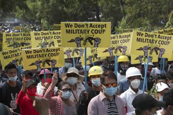 Birmanie Des milliers de manifestants redescendent dans les rues)