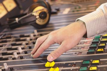 Radios francophones Des tubes anglophones à profusion et, surtout, passéistes)