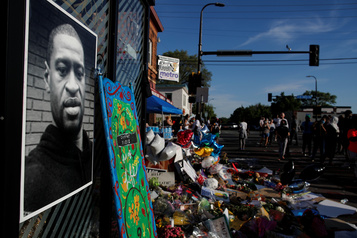 Barack Obama dénonce la mort de George Floyd)