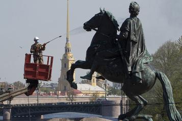 Coronavirus: nouveau record de décès en 24 heures en Russie)
