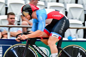 Coupe de nations de cyclisme sur piste Hugo Barrette au pied du podium à Cali)