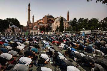 Erdogan rejette les critiques sur la transformation de Sainte-Sophie en mosquée)