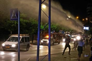 Jérusalem  La police israélienne disperse des manifestants avec des canons à eau)