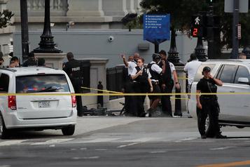 Un suspect blessé près de la Maison-Blanche, Trump quitte son point de presse)