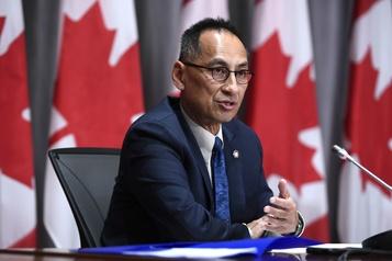Transmission du virus à la hausse Le Canada «à la croisée des chemins»)