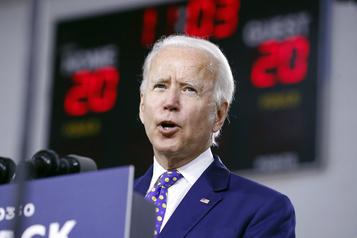 Cent Afro-Américains célèbres appellent Biden à choisir une colistière noire)