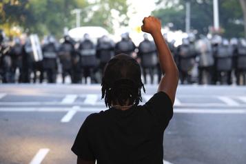 Pourquoi les Noirs sont 10 fois plus pauvres que les Blancs aux États-Unis)