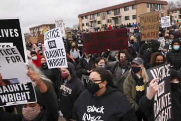 Minneapolis La mort d'un jeune homme noir aux mains de la police ravive les tensions)