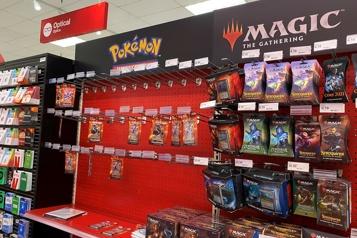 États-Unis Face à la frénésie, Target stoppe la vente de cartes Pokémon)
