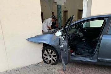 Un homme fonce sur une mosquée en France, pas de victime