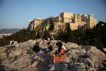 La Grèce espère rouvrir ses portes aux touristes à la mi-mai)