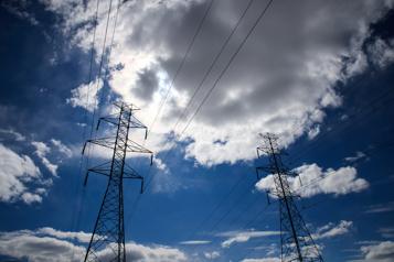 Ventes en baisse au Québec Hydro-Québec profite des bas taux d'intérêt)