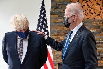 Biden et Johnson célèbrent leur alliance malgré les divergences sur l'Irlande du Nord)