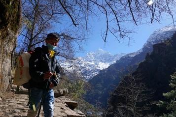 Au pied de l'Everest, la COVID-19 met les sherpas au chômage
