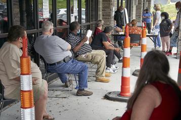 États-Unis: 1,3 million de nouveaux chômeurs en une semaine)
