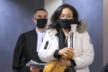 Une femme violentée accusée d'avoir tué son conjoint)