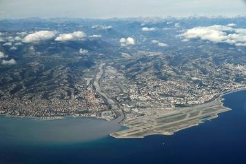 La Côte d'Azur subit «la crise la plus grave» de son histoire)