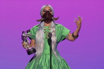 Lady Gaga encourage les Américains à voter)