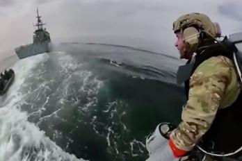 La marine britannique teste un réacteur dorsal)