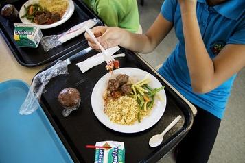 Québec bonifie l'aide alimentaire pour 134 écoles