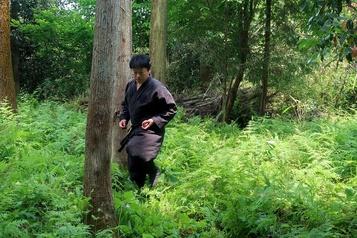 Un premier diplômé universitaire en études sur les ninjas)