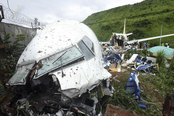 Accident d'avion en Inde: le bilan grimpe à 18 morts)