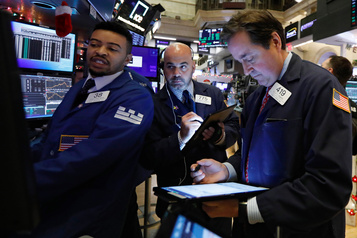 Wall Street termine en baisse en attendant les développements commerciaux