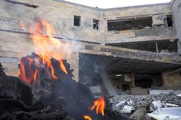 La capitale du Nagorny Karabakh touchée par une attaque massive de missiles)