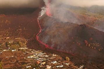Éruption volcanique  Réouverture de l'aéroport des îles Canaries)