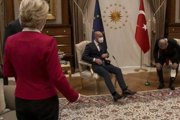 La Turquie blâme l'Union européenne pour le «Sofagate»)