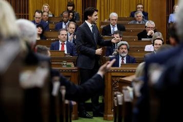 Les élus continueront de siéger à la Chambre des communes pour le moment