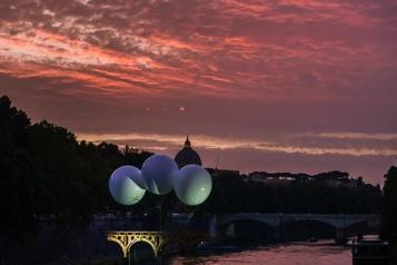 Pont en carton sur le Tibre Un rêve éphémère dans la Ville éternelle)