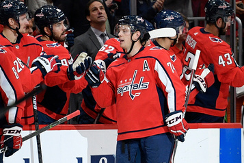 Carlson fait gagner les Capitals face aux Leafs